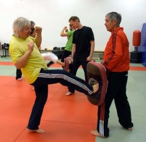 Realistische Selbstverteidigung für Senioren
